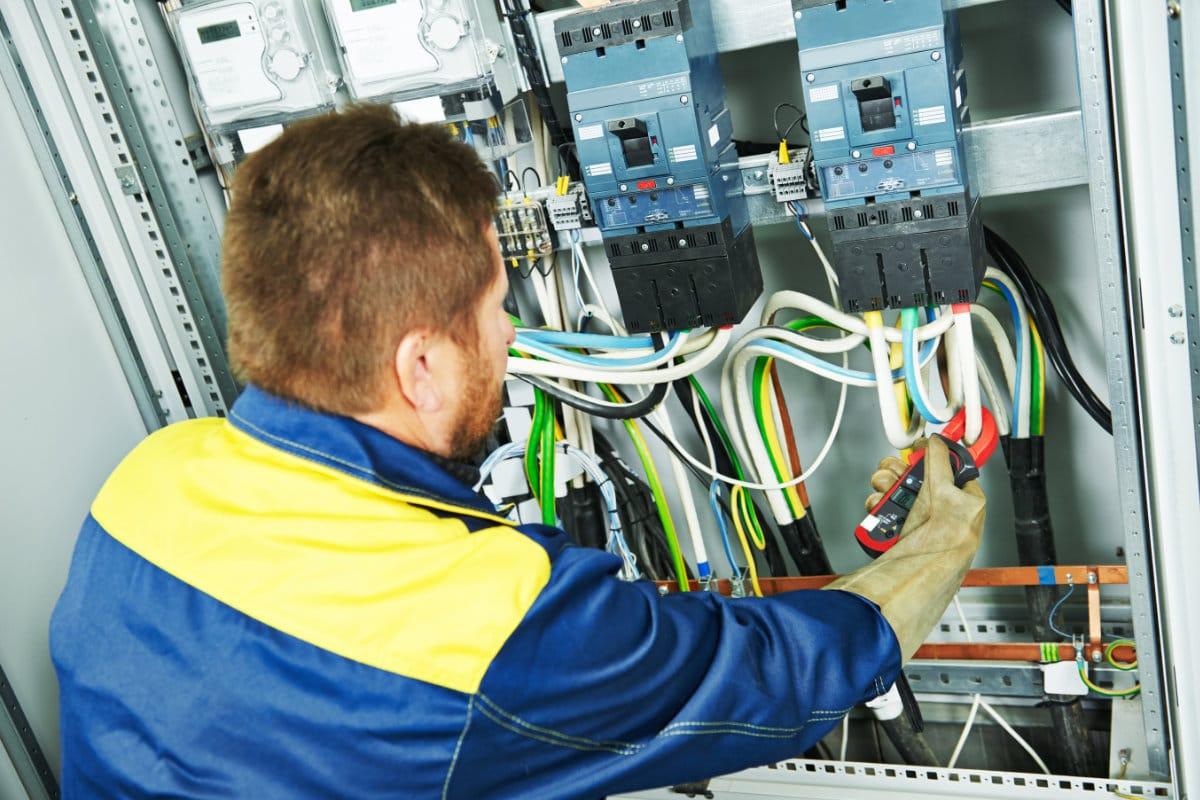 Elektricien gezocht: Elekticiteitswerken & Risico's | Juiste elektricien vinden